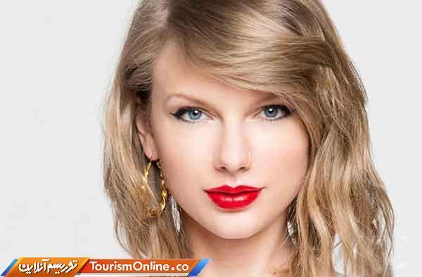 اهدای جایزه بهترین هنرمند دهه به خواننده مشهور زن