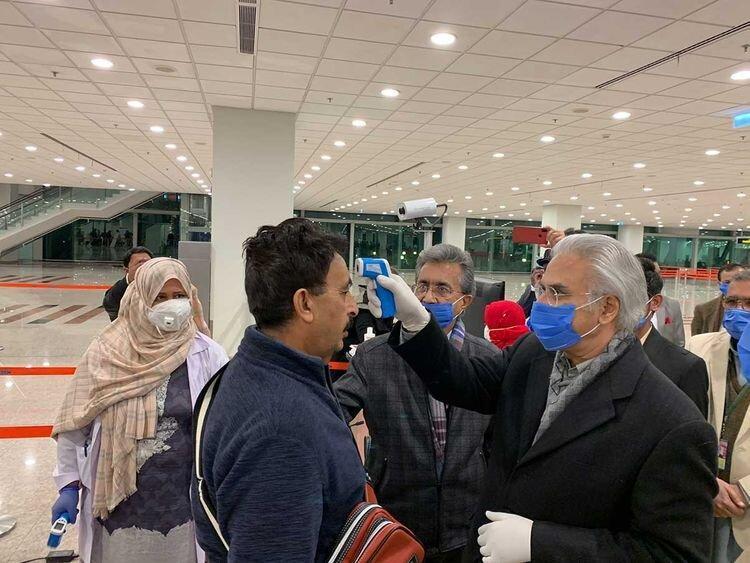 پاکستان نخستین موارد عفونت کورونا را گزارش می کند