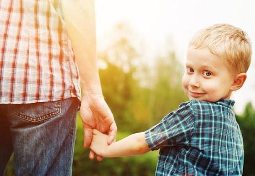 والدین بدانید؛ رفتار های کودکی بر بزرگسالی فرزندانتان موثر است