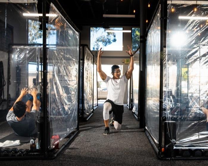 ابتکار باشگاه ورزشی در آمریکا: اتاقک پلاستیکی برای فاصله اجتماعی